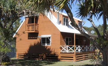 Aloha Amity Holiday House, North Stradbroke Island - Straddie Sales & Rentals