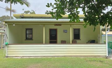 Salty's Holiday House, North Stradbroke Island - Straddie Sales & Rentals