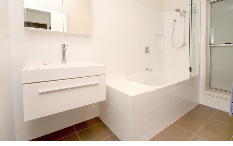 Amiri Holiday House - Main bathroom