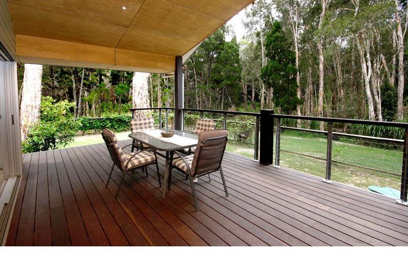 Amiri Holiday House - Back deck