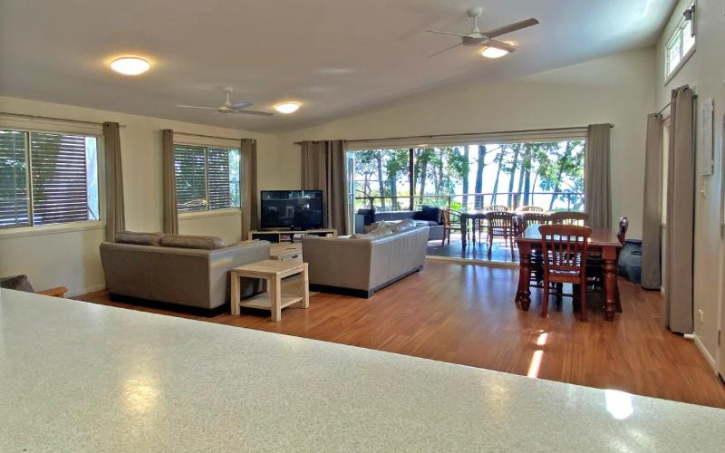 Amity Seaside Holiday House, North Stradbroke Island - Straddie Sales & Rentals