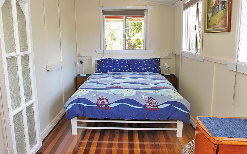 Anchorage Holiday House - Main bedroom