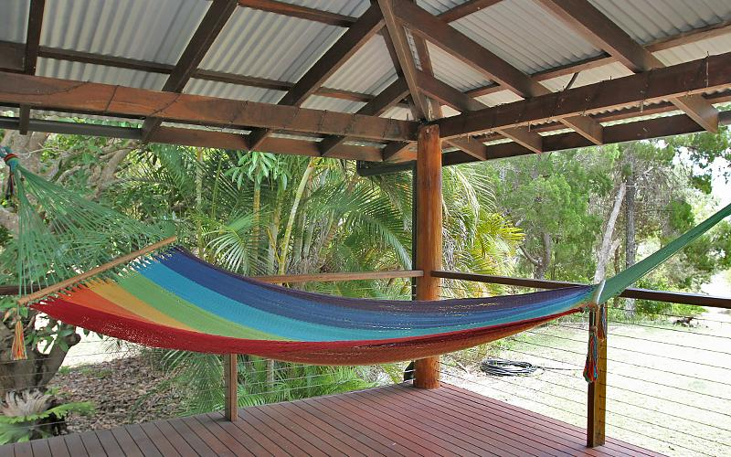 Assidere Beach House - Hammock on the deck