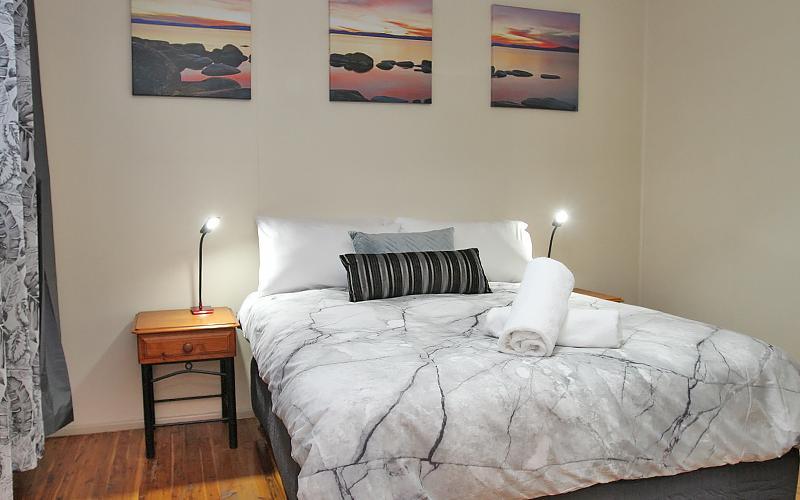 Berrimilla Holiday House - Queen Bedroom