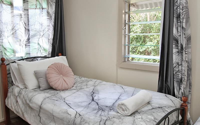 Berrimilla Holiday House - Twin Single Bedroom
