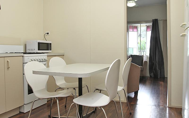 Berrimilla Holiday House - Kitchen