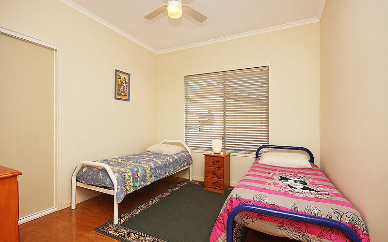 Alegana Holiday House - Twin single bedroom