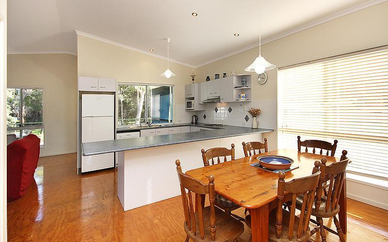 Alegana Holiday House - Kitchen/dining