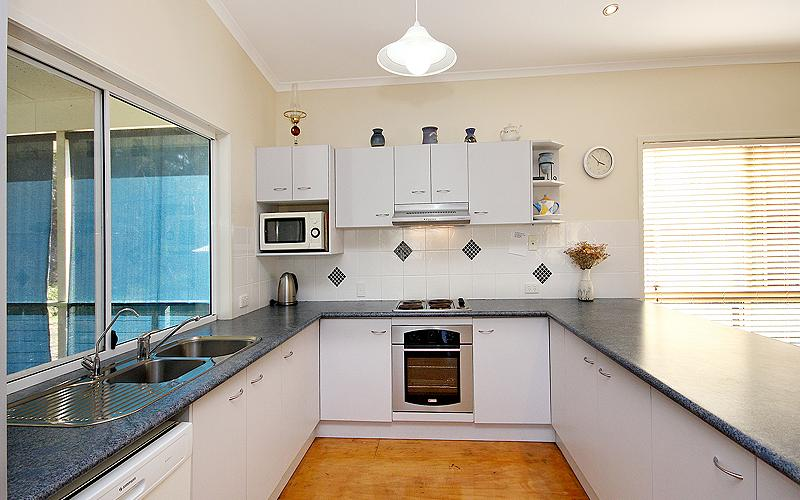 Alegana Holiday House - Kitchen
