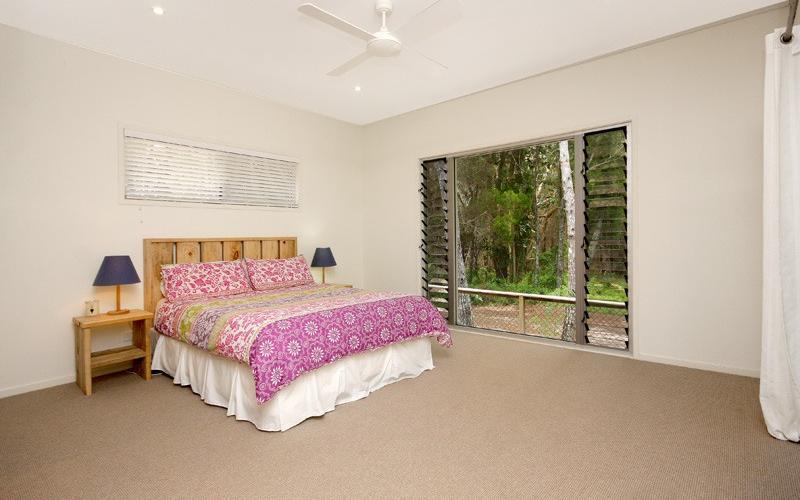 Amiri Holiday House - Main bedroom