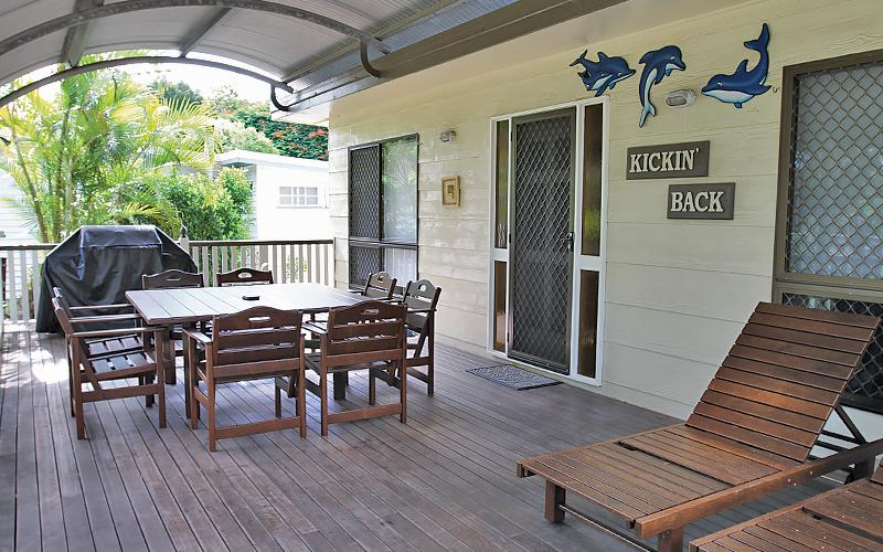 Kickenback Holiday House - Spacious Deck