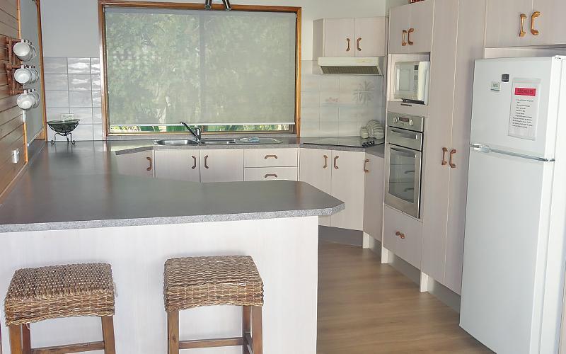 Amity Treetops Holiday House - Kitchen