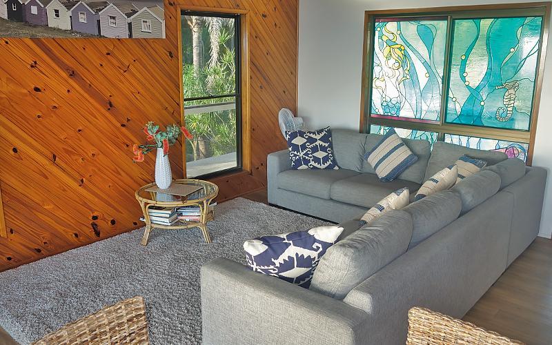 Amity Treetops Holiday House - Lounge area